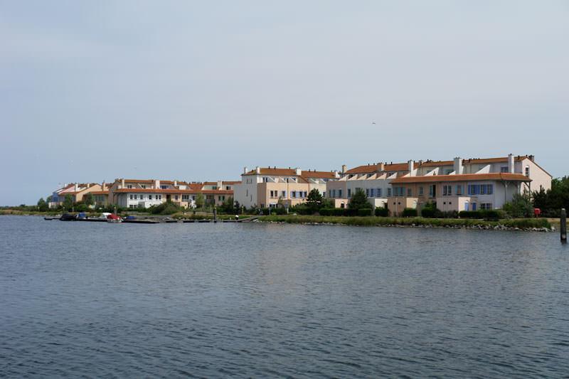 Der Ferienpark vom Schiff aus