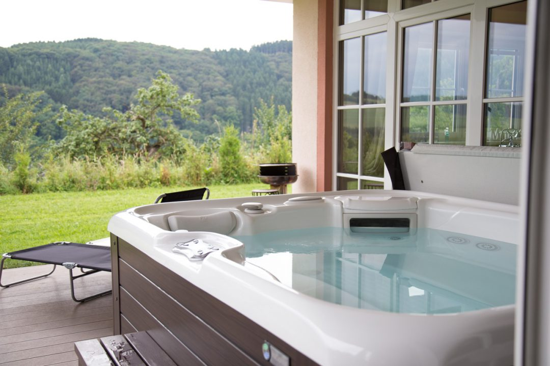 relax cottage mon petit chalet whirlpool
