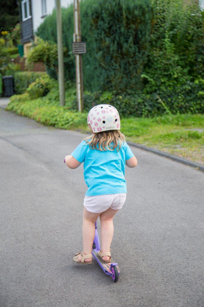 roller fahren mit Helm
