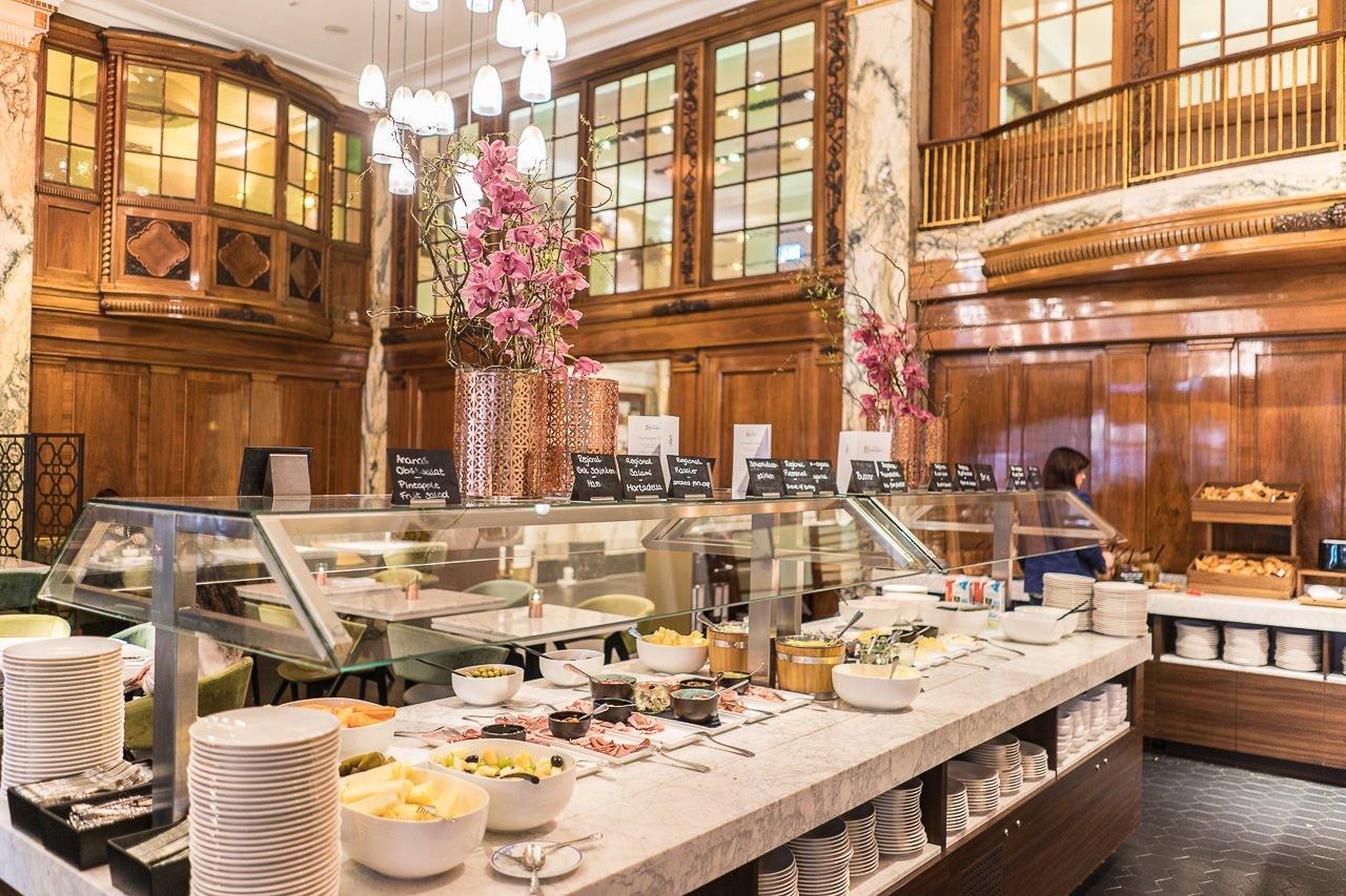 Frühstücksbuffet Reichshof hamburg