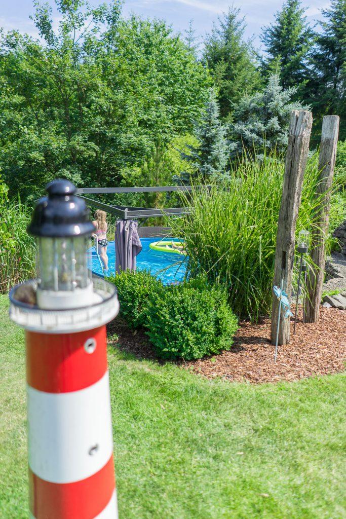 pool im garten Garteneinblick