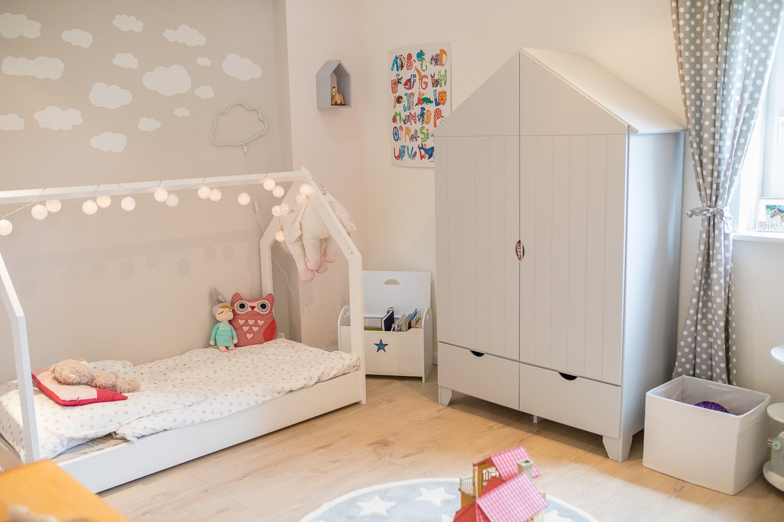 Hausbett Hausschrank Kinderzimmer