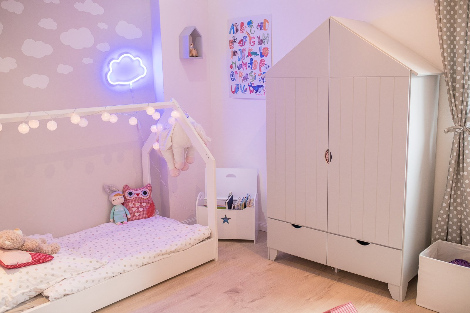 endlich ist auch lisi s kinderzimmer fertig schaut rein. Black Bedroom Furniture Sets. Home Design Ideas