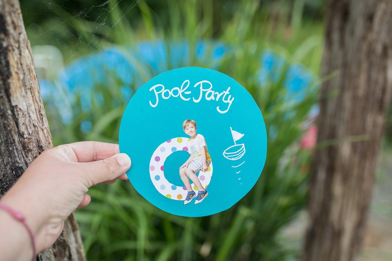 Einladungen poolparty basteln