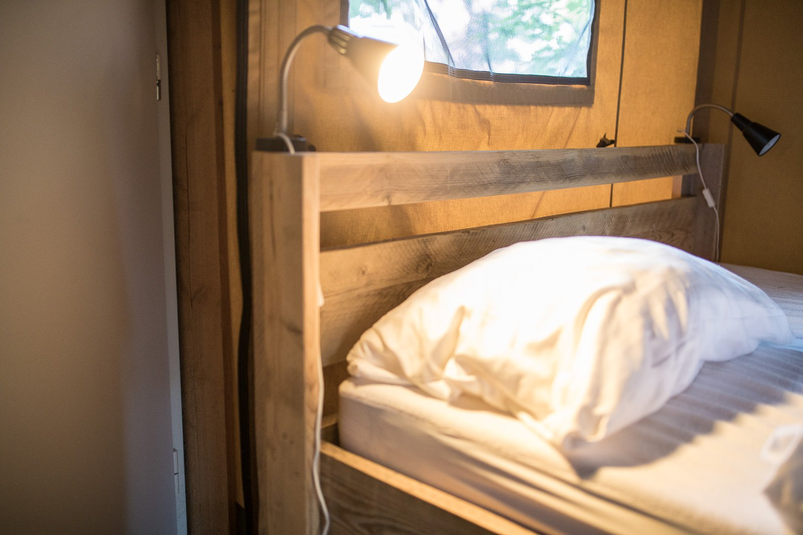 Schlafzimmer lodgezelt farmcamps bosrand
