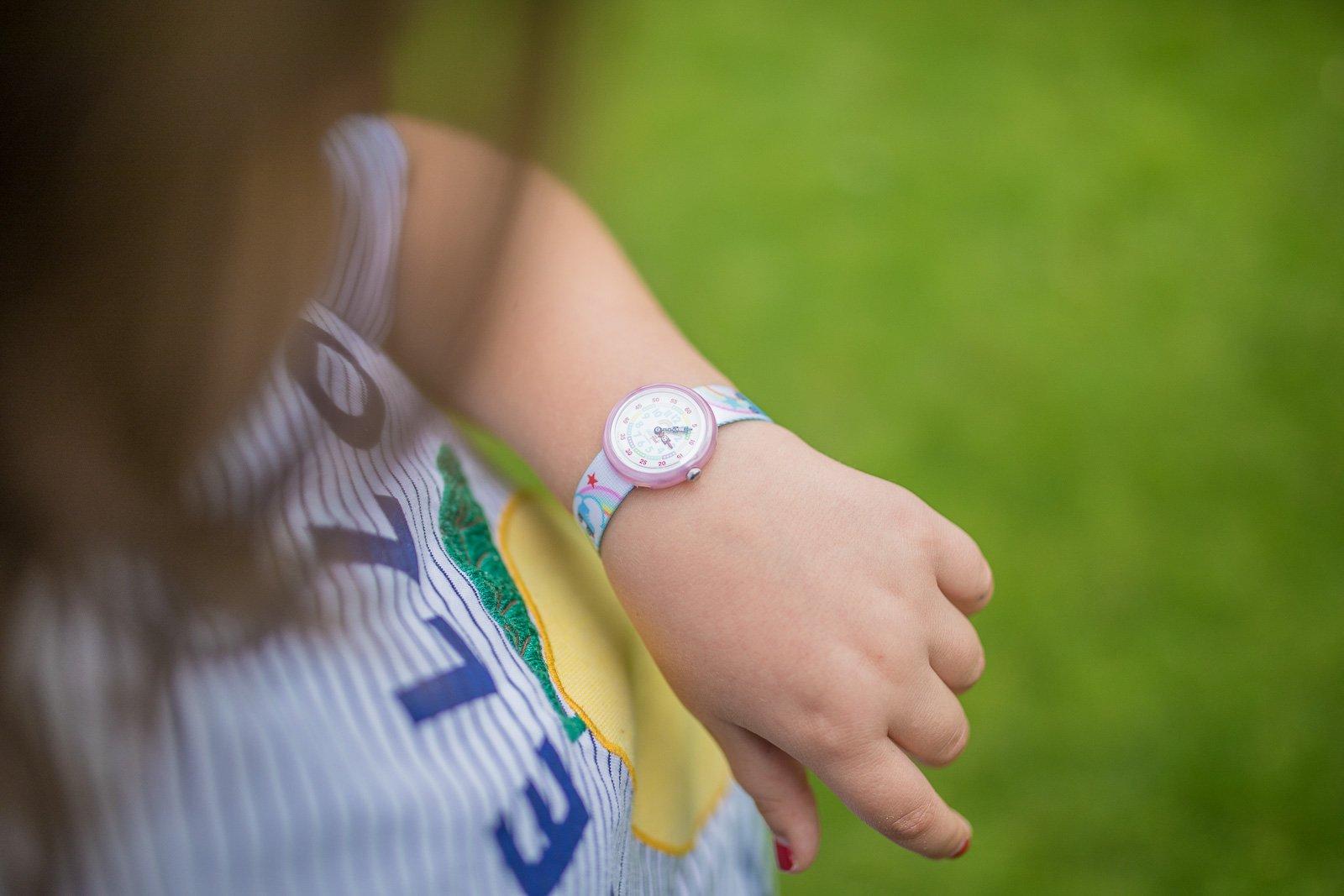 wann dürfen kinder allein auf den Spielplatz Armbanduhr kann helfen