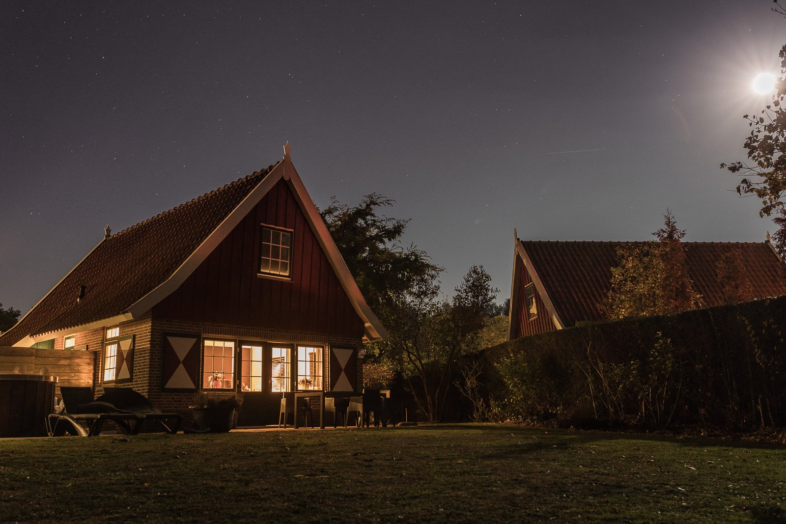 onthaasten in de achterhoek house by night