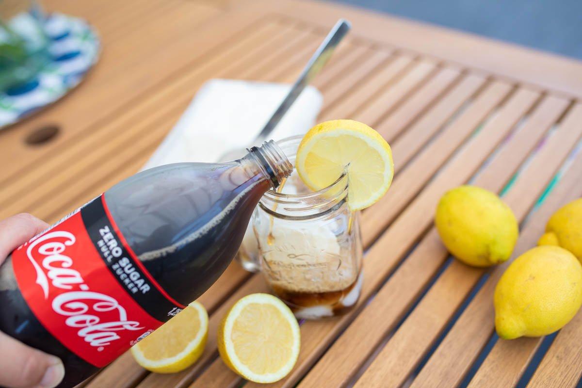 cola mit Zitroneneis Sommergetränk