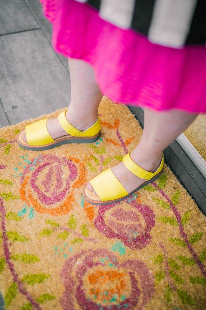 gelbe sandalen gudrun Sjödén