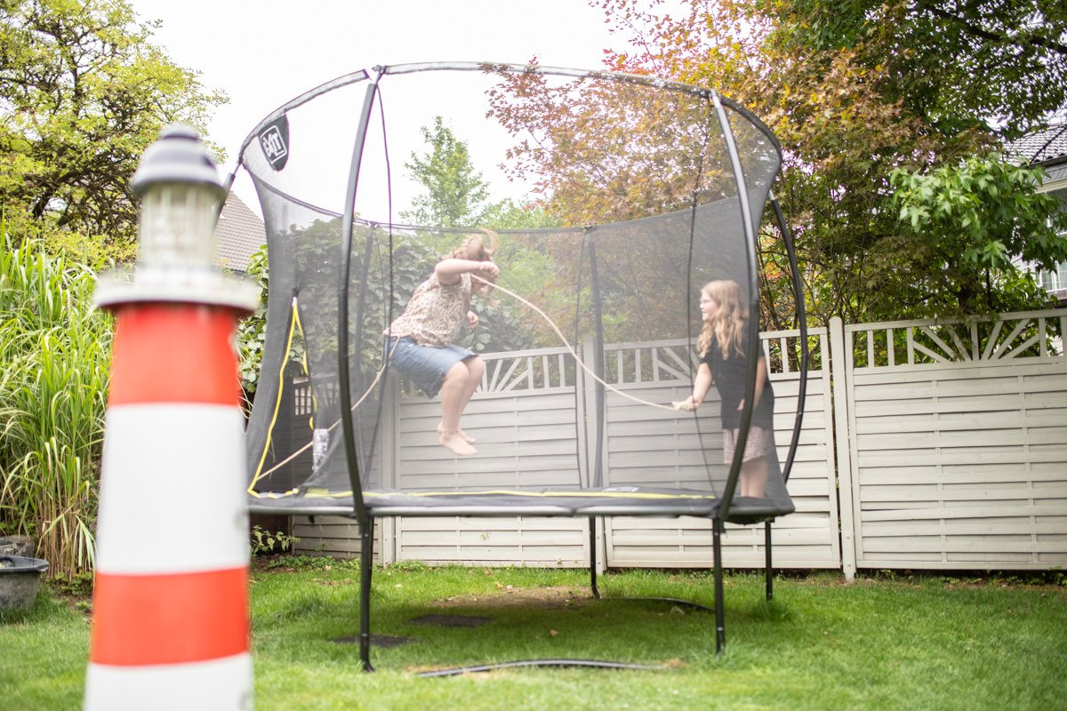 trampolin springen Sport für Kinder