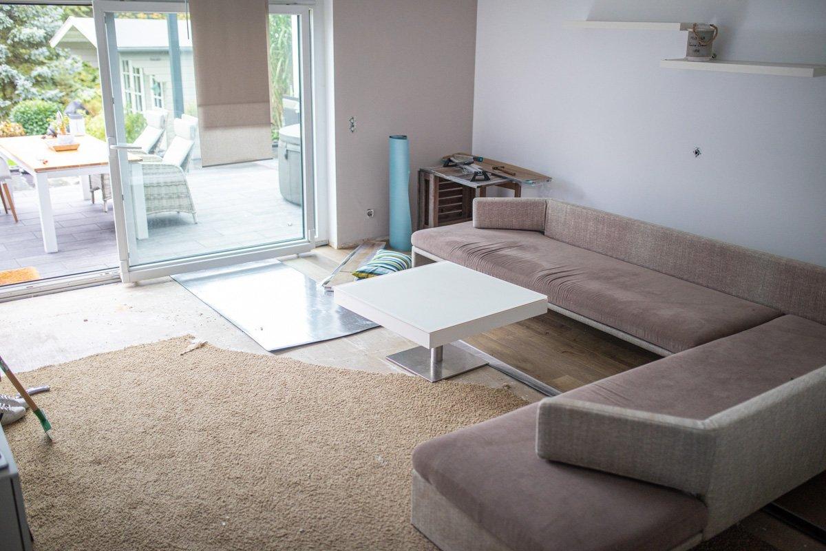 Wohnzimmer Fußboden verlegen